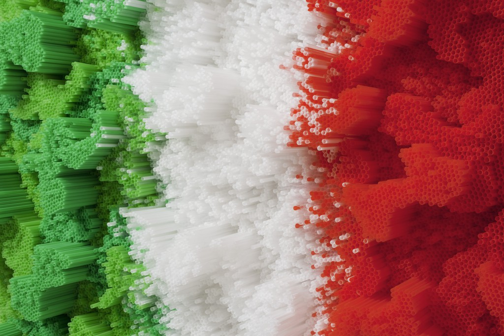 francesca-pasquali-italian-flag-straws-1